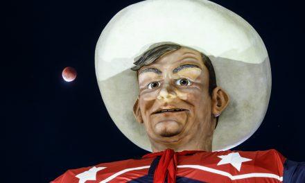 Big Tex and Supermoon Lunar Eclipse